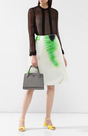 Женская сумка monochrome PRADA серого цвета, арт. 1BA156-2ERX-F0K44-OOO | Фото 2 (Материал: Натуральная кожа; Размер: medium; Статус проверки: Проверена категория; Сумки-технические: Сумки top-handle)