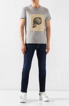 Мужские джинсы ALEXANDER MCQUEEN синего цвета, арт. 567861/QNY21 | Фото 2