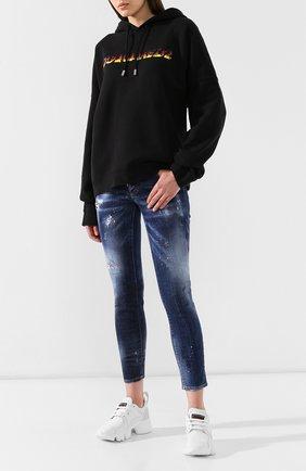 Женские джинсы с потертостями DSQUARED2 синего цвета, арт. S75LB0202/S30342 | Фото 2