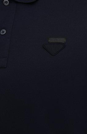 Мужское хлопковое поло PRADA синего цвета, арт. UJN444-XGS-F0124 | Фото 5 (Застежка: Пуговицы; Рукава: Короткие; Длина (для топов): Стандартные; Материал внешний: Хлопок; Статус проверки: Проверено, Проверена категория)