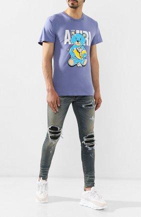 Мужские джинсы AMIRI голубого цвета, арт. MBMX1-LTH | Фото 2