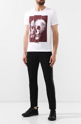 Мужская хлопковая футболка ALEXANDER MCQUEEN белого цвета, арт. 582923/QNZ8B | Фото 2