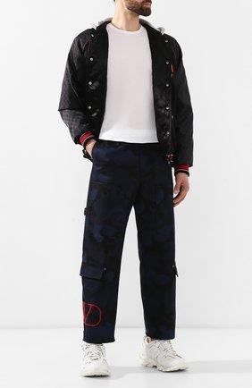 Мужской хлопковые брюки VALENTINO синего цвета, арт. SV3REA405BG | Фото 2