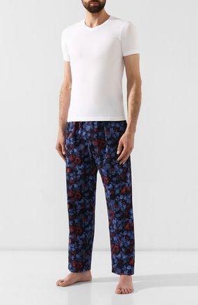 Мужские хлопковые брюки CALVIN KLEIN синего цвета, арт. NM1664E | Фото 2