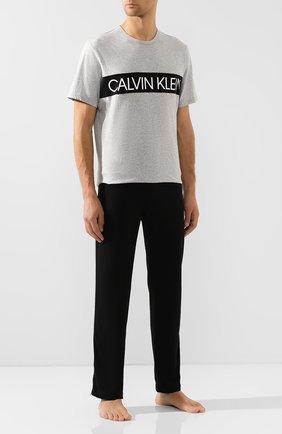 Мужская хлопковая футболка CALVIN KLEIN серого цвета, арт. NM1656E | Фото 2