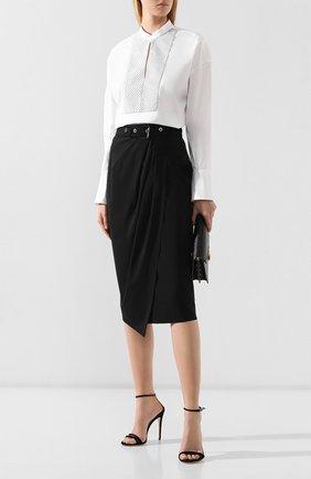 Женская хлопковая рубашка BRUNELLO CUCINELLI белого цвета, арт. M0091MD801 | Фото 2 (Длина (для топов): Удлиненные; Рукава от горловины: Длинные; Рукава: Длинные; Материал внешний: Хлопок; Статус проверки: Проверена категория; Принт: Без принта; Женское Кросс-КТ: Рубашка-одежда; Стили: Кэжуэл)