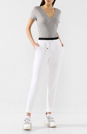 Женская хлопковая футболка VINCE светло-серого цвета, арт. VR59283148 | Фото 2