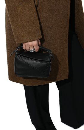 Женская сумка puzzle mini LOEWE черного цвета, арт. 322.30.U95   Фото 2 (Материал: Натуральная кожа; Сумки-технические: Сумки через плечо, Сумки top-handle; Ремень/цепочка: На ремешке; Размер: mini; Статус проверки: Проверена категория)