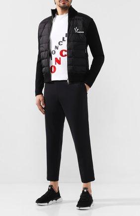 Мужской брюки MONCLER черного цвета, арт. E2-091-11461-00-539NC | Фото 2
