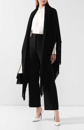Женская шаль из смеси шерсти и кашемира GIORGIO ARMANI черного цвета, арт. 795398/9A197 | Фото 2 (Материал: Кашемир, Шерсть; Статус проверки: Проверено)