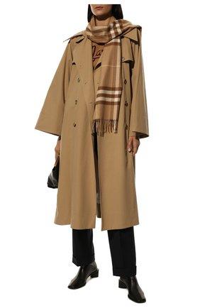 Женский кашемировый шарф BURBERRY светло-коричневого цвета, арт. 8016399   Фото 2 (Материал: Кашемир, Шерсть; Статус проверки: Проверено)