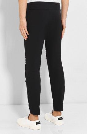 Мужские брюки BOTTEGA VENETA черного цвета, арт. 595830/VA5S0   Фото 4 (Длина (брюки, джинсы): Стандартные; Случай: Повседневный; Материал внешний: Синтетический материал; Материал подклада: Вискоза; Стили: Минимализм)