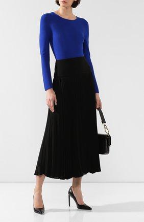 Женский пуловер GIORGIO ARMANI синего цвета, арт. 8NAM31/AM05Z | Фото 2 (Статус проверки: Проверено, Проверена категория; Рукава: Длинные; Материал внешний: Синтетический материал, Вискоза; Длина (для топов): Стандартные; Женское Кросс-КТ: Пуловер-одежда)