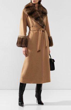 Женское пальто с меховой отделкой KITON бежевого цвета, арт. D48613K02403   Фото 2