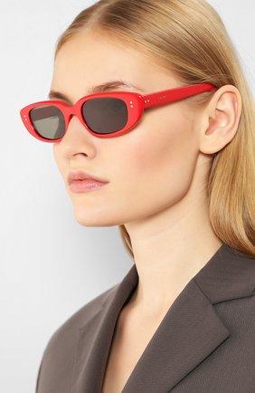 Женские солнцезащитные очки CELINE EYEWEAR красного цвета, арт. CL40095U 68N | Фото 2