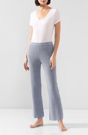 Женские брюки SKIN голубого цвета, арт. CWN41AB | Фото 2