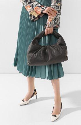 Женская сумка shoulder pouch BOTTEGA VENETA темно-серого цвета, арт. 610524/VCP40 | Фото 2