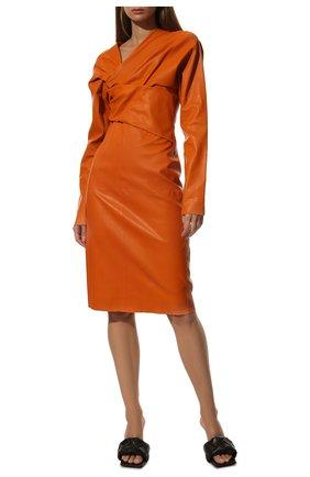 Женское кожаное платье BOTTEGA VENETA оранжевого цвета, арт. 610223/VKK40 | Фото 2