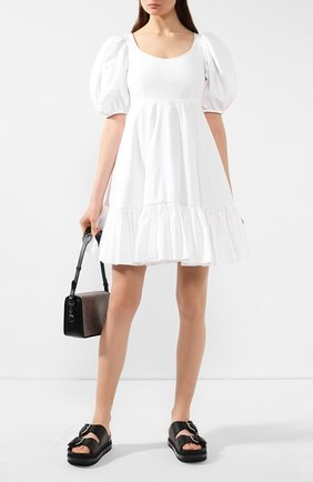 Женское хлопковое платье ALEXANDER MCQUEEN белого цвета, арт. 610403/QAAAD | Фото 2 (Материал подклада: Хлопок; Материал внешний: Хлопок; Длина Ж (юбки, платья, шорты): Мини; Рукава: Короткие)
