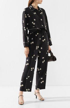Женские шелковые брюки MARC JACOBS (THE) черного цвета, арт. V4000003 | Фото 2 (Материал внешний: Шелк; Женское Кросс-КТ: Брюки-одежда; Силуэт Ж (брюки и джинсы): Прямые; Длина (брюки, джинсы): Стандартные; Статус проверки: Проверена категория)