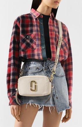 Женская сумка the softshot 21 MARC JACOBS (THE) кремвого цвета, арт. M0014591 | Фото 2
