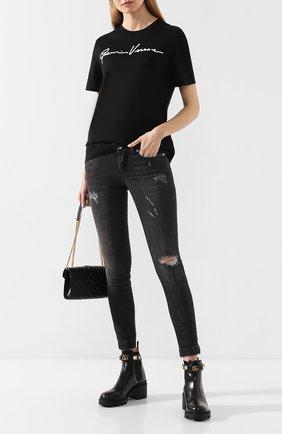 Женская хлопковая футболка VERSACE черно-белого цвета, арт. A85757/A228806 | Фото 2