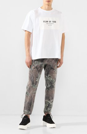 Мужской хлопковые брюки FEAR OF GOD коричневого цвета, арт. 6F19-4004/PBD | Фото 2