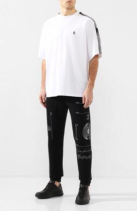 Мужская хлопковая футболка MARCELO BURLON белого цвета, арт. CMAA066R20JER004 | Фото 2 (Длина (для топов): Стандартные; Материал внешний: Хлопок; Рукава: Короткие; Принт: Без принта; Стили: Кэжуэл)