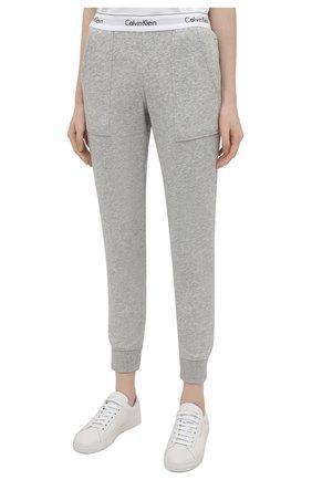 Женские хлопковые брюки CALVIN KLEIN серого цвета, арт. QS5716E   Фото 3