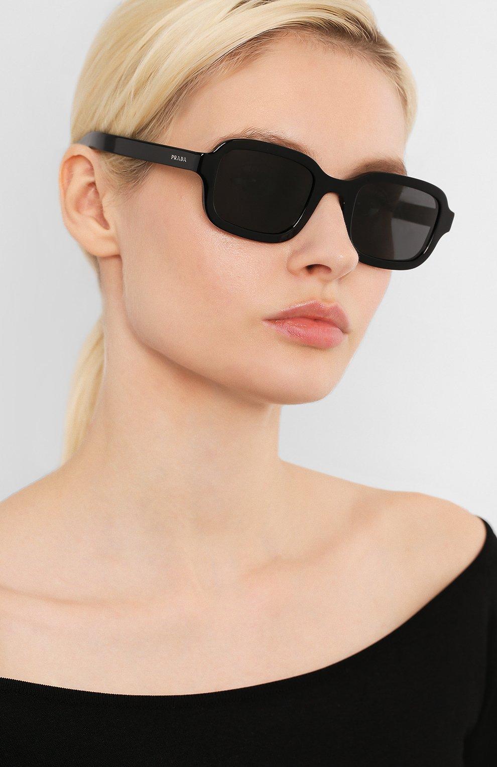 Женские солнцезащитные очки PRADA черного цвета, арт. 11XS-1AB5S0 | Фото 2