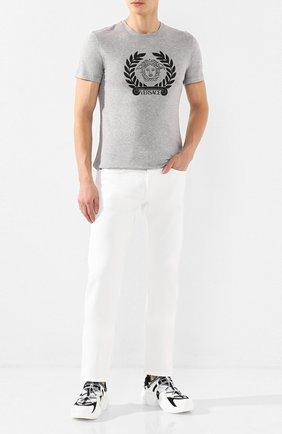 Мужские джинсы VERSACE белого цвета, арт. A81832/A233709 | Фото 2