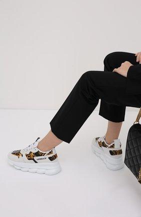Женские кроссовки chain reaction 2 VERSACE белого цвета, арт. DST030G/DT21   Фото 2 (Материал внешний: Текстиль; Подошва: Платформа; Материал внутренний: Текстиль)