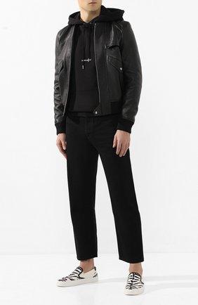 Мужской кожаный бомбер SAINT LAURENT черного цвета, арт. 601620/YC2ZW   Фото 2 (Материал подклада: Купро; Принт: Без принта; Мужское Кросс-КТ: Кожа и замша, Верхняя одежда; Рукава: Длинные; Длина (верхняя одежда): Короткие; Кросс-КТ: Куртка; Стили: Кэжуэл)