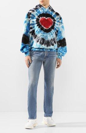 Мужские джинсы BALENCIAGA синего цвета, арт. 600382/THW23 | Фото 2