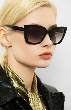 Женские солнцезащитные очки MIU MIU черного цвета, арт. 03VS-1AB0A7 | Фото 2