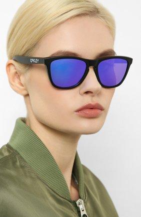 Мужские солнцезащитные очки OAKLEY черного цвета, арт. 9013-9013H6 | Фото 2