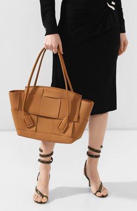 Женская сумка arco 48 BOTTEGA VENETA светло-бежевого цвета, арт. 598244/VCP11 | Фото 2