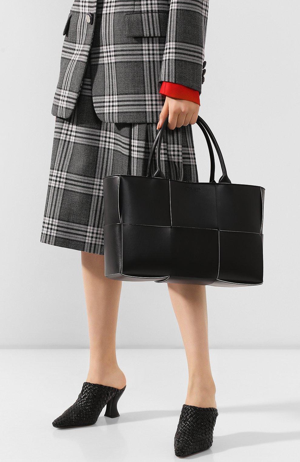Женский сумка arco tote BOTTEGA VENETA черного цвета, арт. 609175/VMAY3 | Фото 2