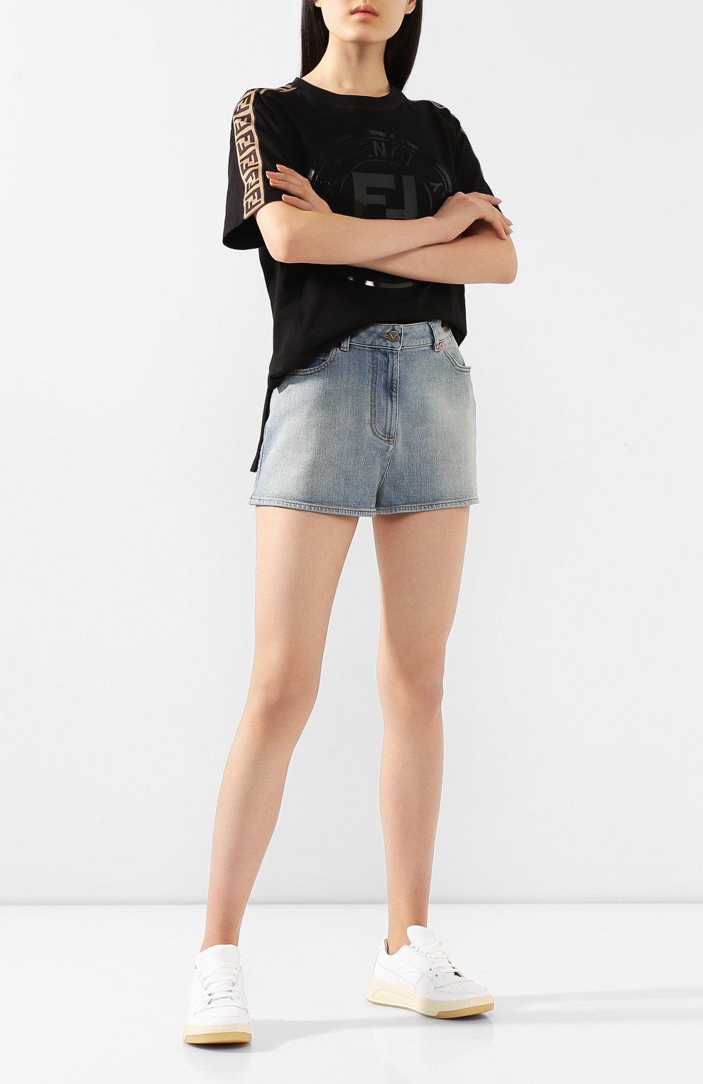 Женские джинсовые шорты VALENTINO голубого цвета, арт. TB3DD09M55D | Фото 2 (Женское Кросс-КТ: Шорты-одежда; Кросс-КТ: Деним; Длина Ж (юбки, платья, шорты): Мини; Материал внешний: Хлопок; Стили: Кэжуэл; Статус проверки: Проверена категория)