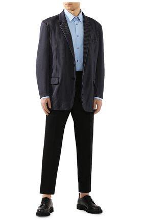 Мужская хлопковая сорочка GUCCI голубого цвета, арт. 535172/21131 | Фото 2 (Рукава: Длинные; Материал внешний: Хлопок; Длина (для топов): Стандартные; Мужское Кросс-КТ: Сорочка-одежда; Принт: Однотонные; Случай: Повседневный; Манжеты: На пуговицах; Воротник: Кент)