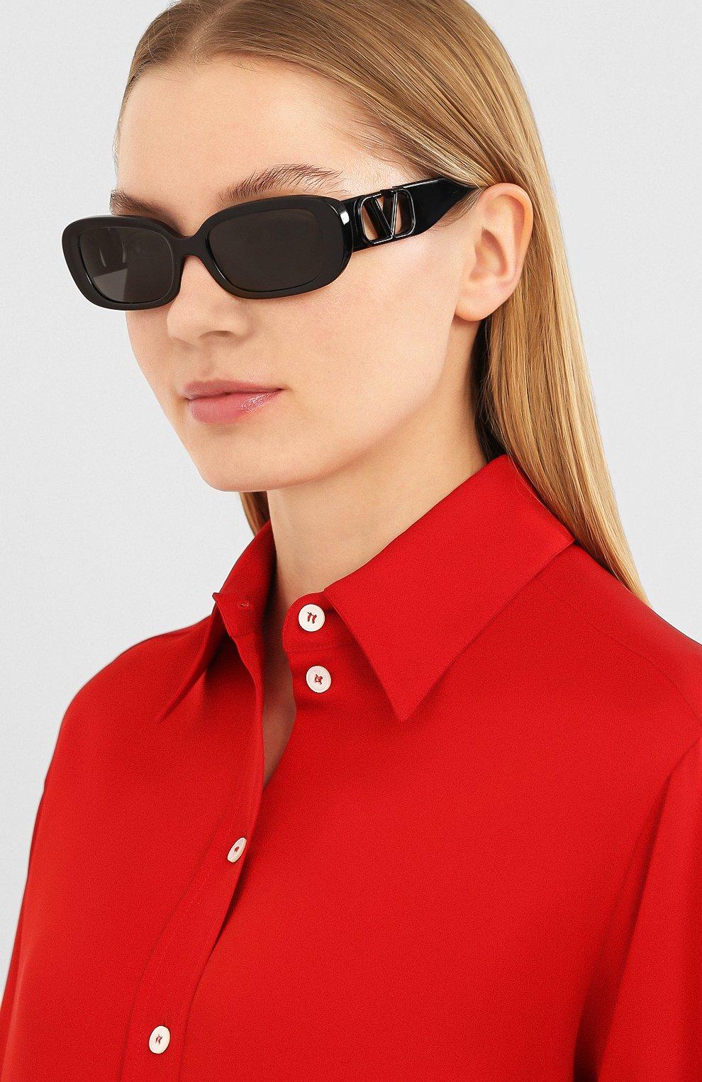 Женские солнцезащитные очки VALENTINO черного цвета, арт. 4067-500187 | Фото 2