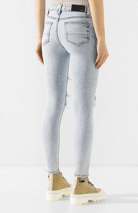 Женские джинсы AMIRI голубого цвета, арт. Y0W01411SD   Фото 4