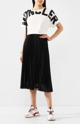Женская юбка с перфорированием MONCLER черного цвета, арт. F1-093-2D711-00-54A39 | Фото 2