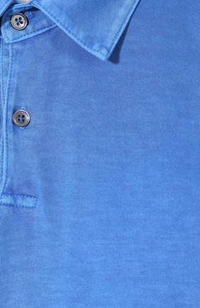 Мужское хлопковое поло JAMES PERSE синего цвета, арт. MSX3337   Фото 5 (Застежка: Пуговицы; Рукава: Короткие; Длина (для топов): Удлиненные; Материал внешний: Хлопок)