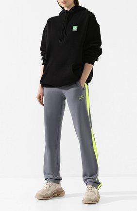 Женские брюки с лампасами BALENCIAGA серого цвета, арт. 601489/TGV04 | Фото 2