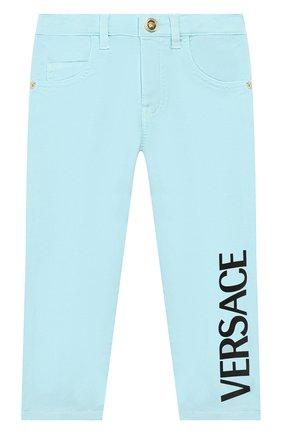 Детские джинсы VERSACE голубого цвета, арт. YB000123/A233747 | Фото 1