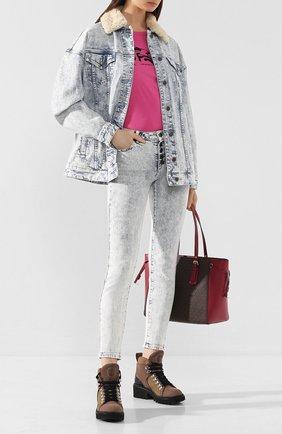 Женские джинсы MICHAEL MICHAEL KORS голубого цвета, арт. MH99CSKD8D | Фото 2
