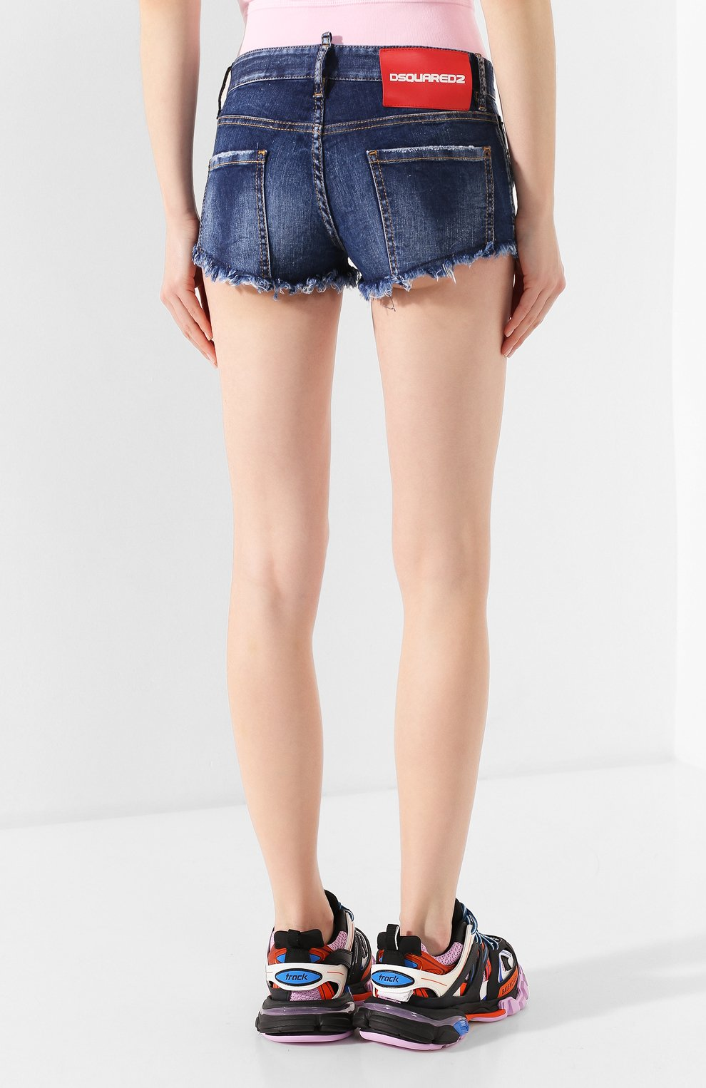 Женские джинсовые шорты DSQUARED2 синего цвета, арт. S73MU0222/S30685 | Фото 4