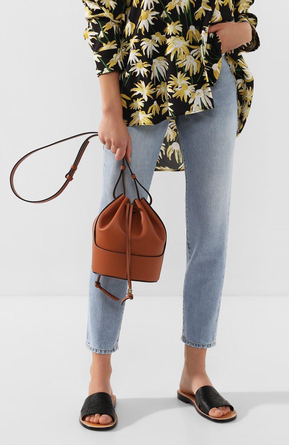 Женская сумка balloon small LOEWE светло-коричневого цвета, арт. 326.75AC31   Фото 2 (Сумки-технические: Сумки через плечо; Материал: Натуральная кожа; Ремень/цепочка: На ремешке; Размер: small)