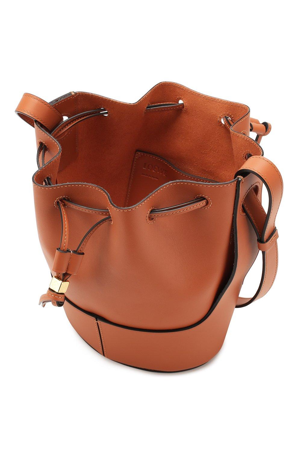 Женская сумка balloon small LOEWE светло-коричневого цвета, арт. 326.75AC31   Фото 4 (Сумки-технические: Сумки через плечо; Материал: Натуральная кожа; Ремень/цепочка: На ремешке; Размер: small)
